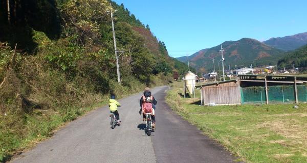 村で自転車を駆っているいるのは我が家か中学生のみ